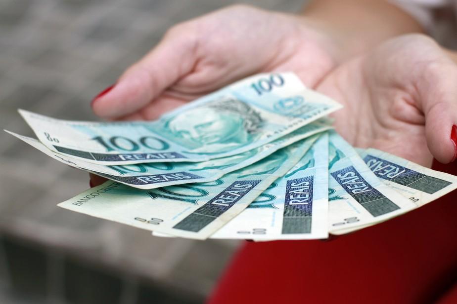 Beneficiários do Auxílio Emergencial que são usuários da conta poupança social já podem sacar o dinheiro