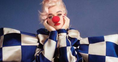 """Katy Perry conta como devolveu o sorriso ao seu rosto em """"Smile"""", faixa-título de seu novo álbum"""