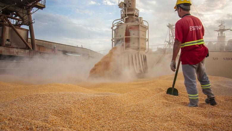 Balança comercial do agro registra superávit recorde em 2020, diz CNA