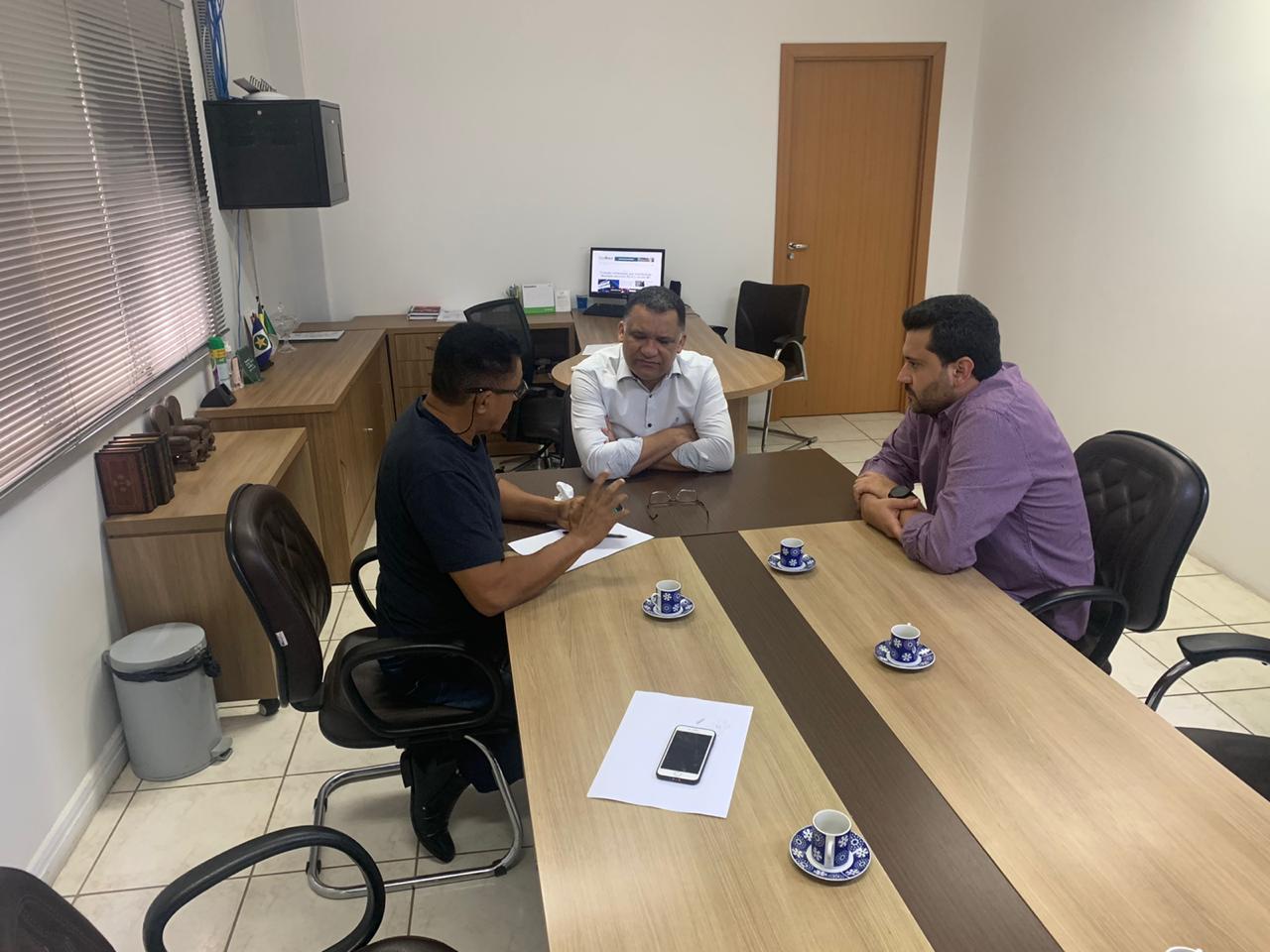"""Na visita de Hemerson Máximo (Maninho) à Secretaria da Agricultura Familiar em Cuiabá, Silvano do Amaral diz que """"esta relação do Estado com a prefeitura é essencial"""""""