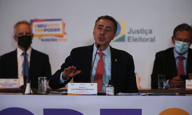 'Não existe no Brasil a possibilidade de voto impresso', diz Barroso