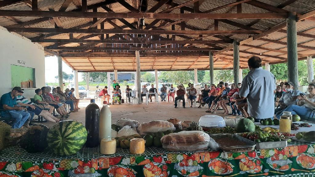 Produtoras realizam primeira feira para comercialização de produtos da agricultura familiar