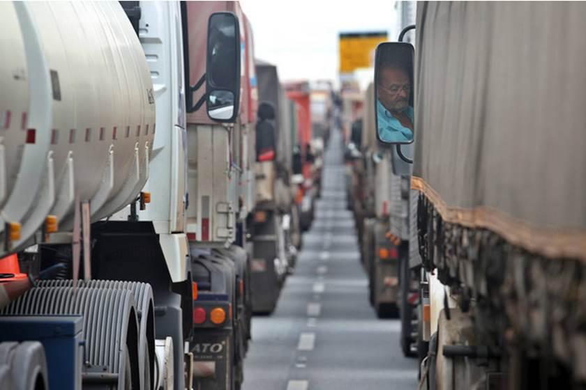 Confederação Nacional dos Transportadores Autônomos vem desencorajando  greve dos caminhoneiros