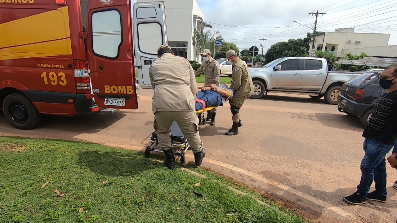 Vitima de colisão entre carro e moto é atendida pelo Corpo de Bombeiros de Alta Floresta (MT)