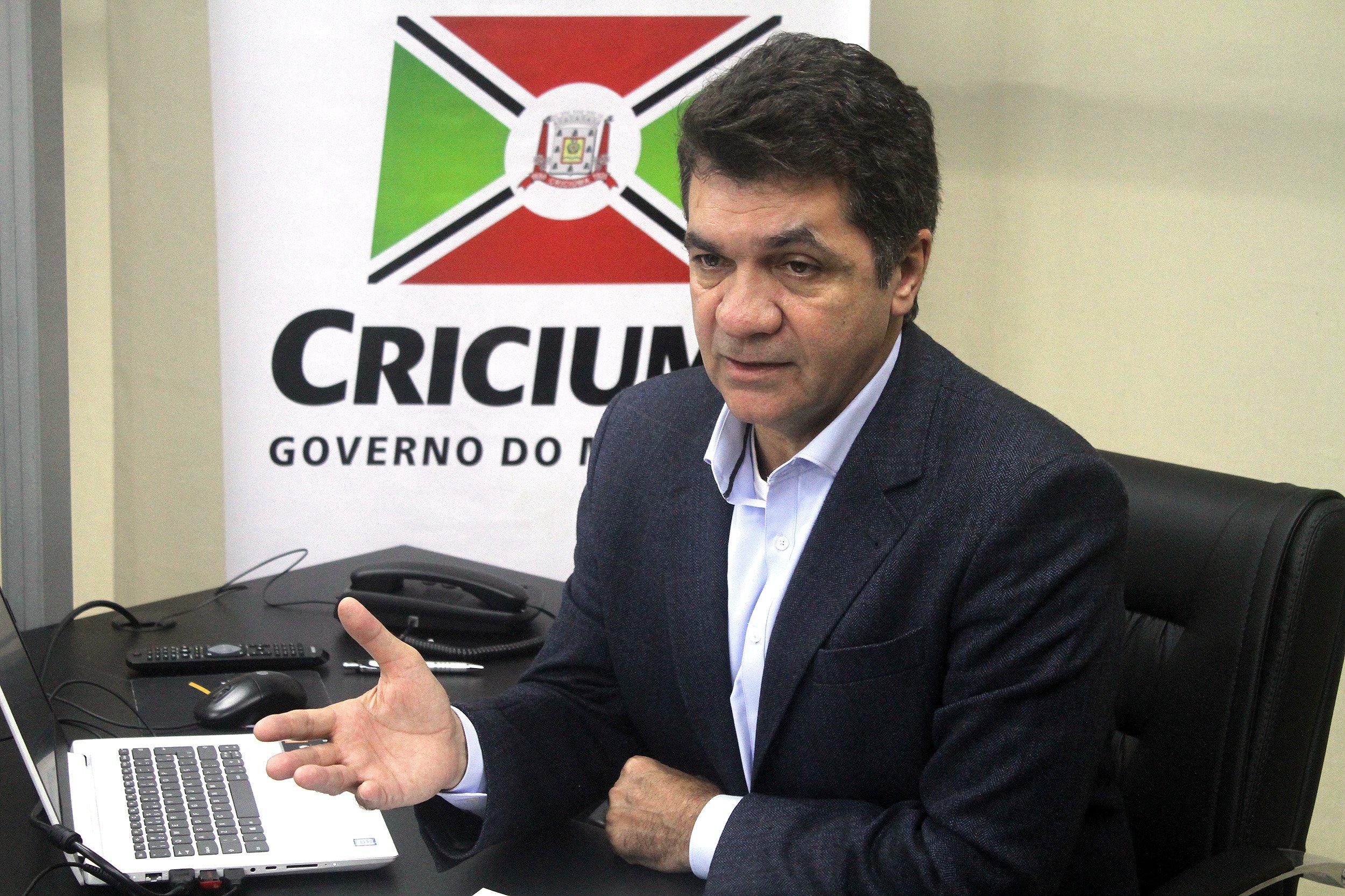 """Prefeito de Criciúma (SC) explica sobre sua proposta do """"lockdown voluntário"""" em entrevista exclusiva na Top FM de Colíder (MT)"""