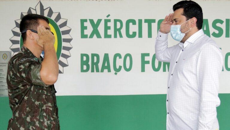 Tiro de Guerra em Colíder (MT) inicia atividades de instruções militares aos jovens; prefeito Maninho participa de solenidade