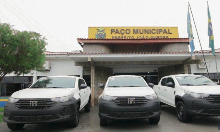 Prefeitura Municipal de Colíder (MT) recebe três novos veículos para as secretarias municipais