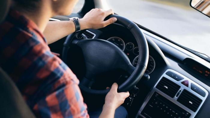 Motoristas com CNH vencida em março de 2020 deve renovar o documento este mês