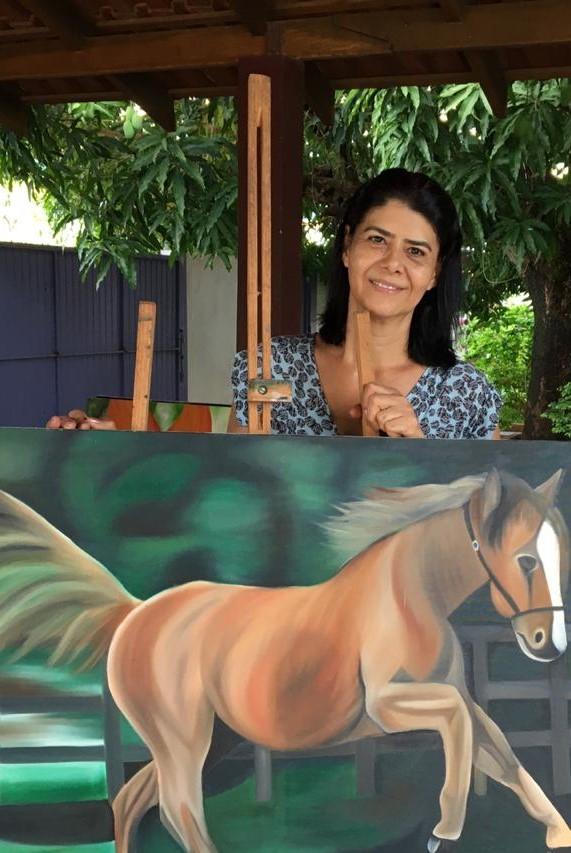 Carmen, artista plástica e empreendedora de Colíder (MT), ganhadora do Prêmio Aldir Blanc em 2020, fala sobre a arte da pintura em tela e do ensino para criança e adolescentes