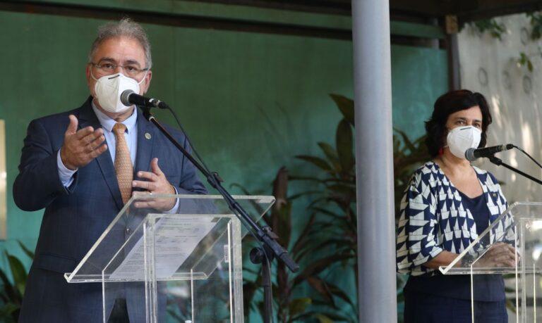 Fiocruz prevê entrega de vacinas com insumo nacional em setembro