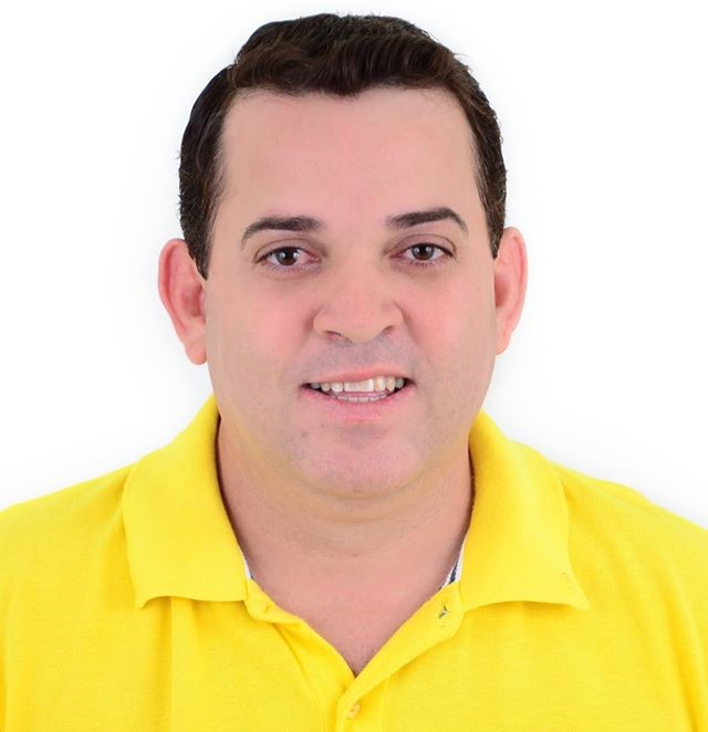 Professor Adriano Marcos, diretor da Escola Municipal Fábio Ribeiro, fala sobre atual modelo de ensino, projetos e a participação da unidade escolar nas olimpíadas de conhecimento
