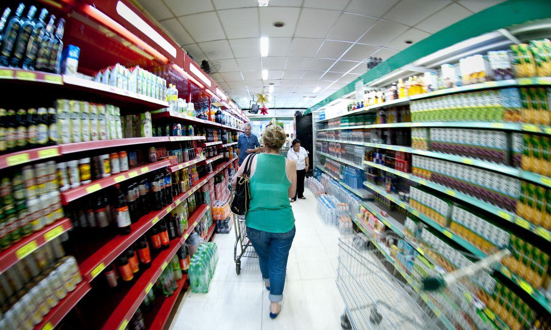 Segundo Dieese, custo da cesta básica caiu em 12 capitais em março