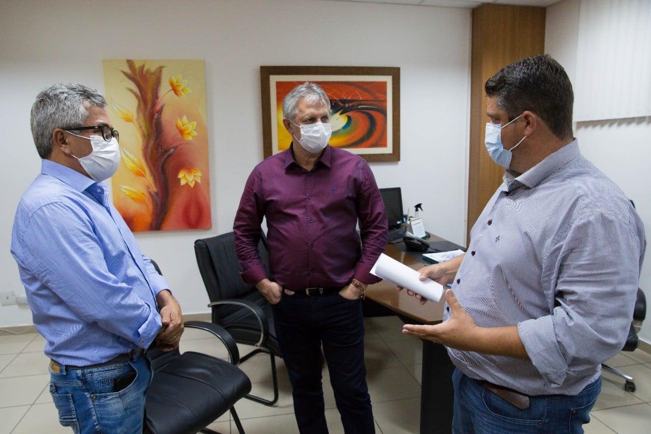 Prefeito Érico Stevan e vereadores buscam projetos e recursos para o município com deputados e secretários em Cuiabá