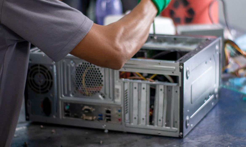 Programa conserta e doa computadores a escolas e bibliotecas