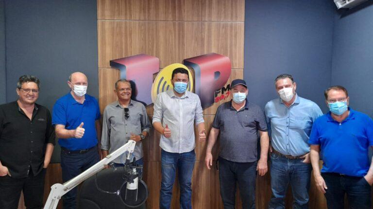 Fávaro, Geller e Nininho destacam ações para Colíder (MT) e região em entrevista exclusiva na Top FM; Hemerson Máximo se filia ao PP em novo alinhamento político