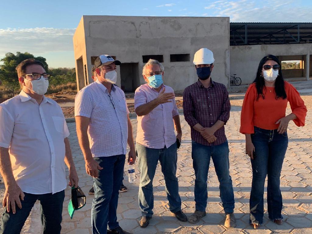 Secretário de infraestrutura vistoria obras de pavimentação da MT-343 e da ZPE em Cáceres(MT)