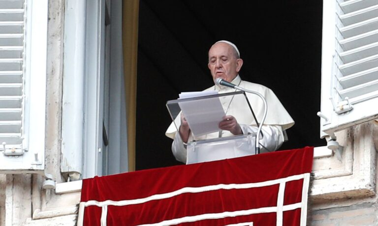 Papa faltará à missa dominical, mas fará oração habitual ao meio-dia