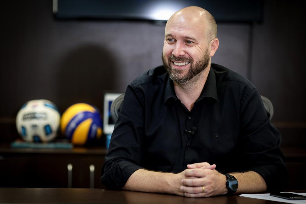 Beto Dois a Um da SECEL, fala aos ouvintes da Top FM e destaca parceria com o executivo de Colíder (MT) no esporte e cultura