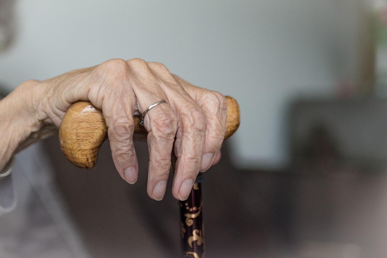 INSS: idosos acima de 80 anos e pessoas com dificuldade de locomoção podem agendar prova de vida em casa
