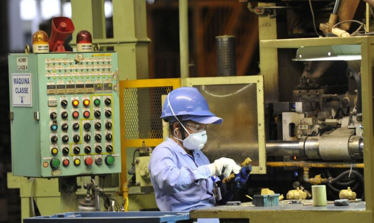 Segundo a CNI, a pandemia ainda afeta oferta e custo de matérias-primas