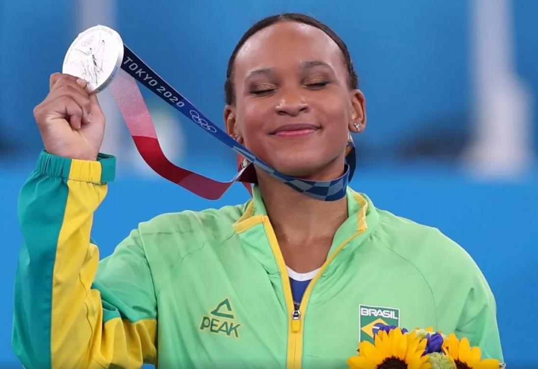 Rebeca Andrade conquista a medalha de prata para o Brasil na ginástica