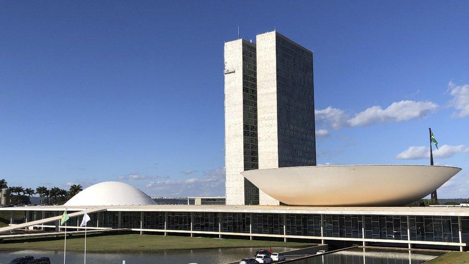 Senadores defendem veto ao Fundo Eleitoral de R$ 5,7 bilhões