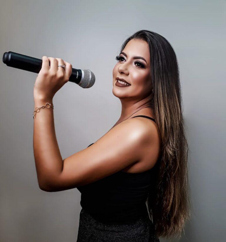 """Cantora de Colíder (MT) fala do seu trabalho e sobre a AMC (Associação dos Músicos de Colíder); entrevistamos Cleyci Rosangela no """"Cidade em Pauta"""""""