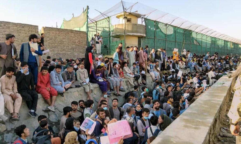 Talibã concorda com saída de afegãos, diz comunicado internacional