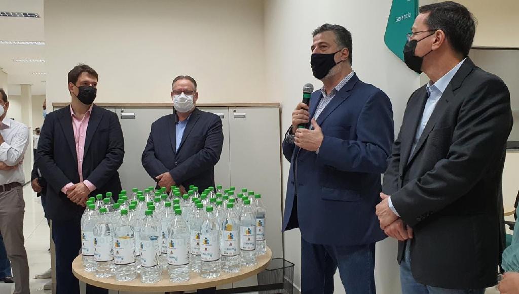 SES/MT recebe doação de 15 mil litros de álcool 70% da indústria