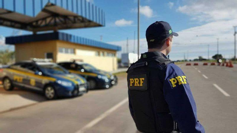 PRF e Rota do Oeste atuam na fiscalização de freios e orientação de motoristas na BR-364