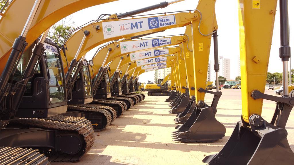Governo de MT entrega aos prefeitos máquinas e equipamentos para agricultura familiar e infraestrutura nesta sexta-feira (08)