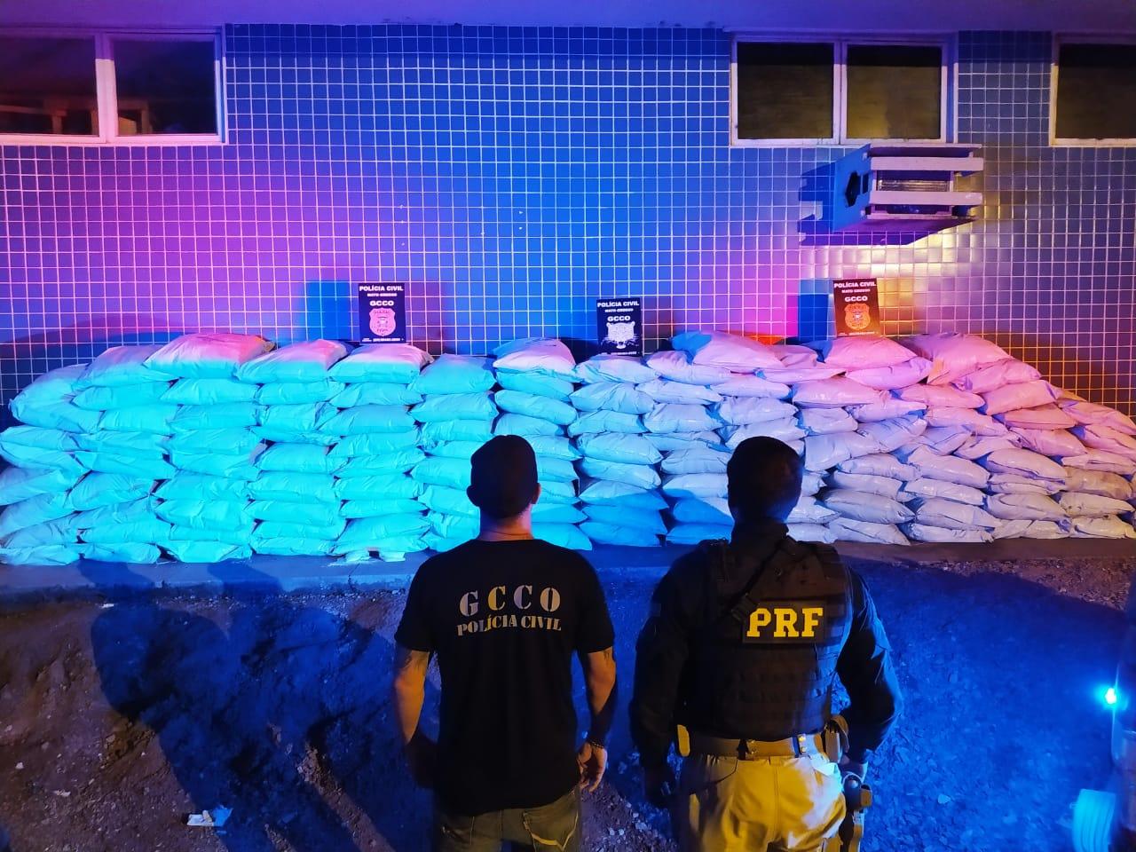 Polícia Civil e PRF apreendem 3,1 toneladas de defensivos contrabandeados do Paraguai