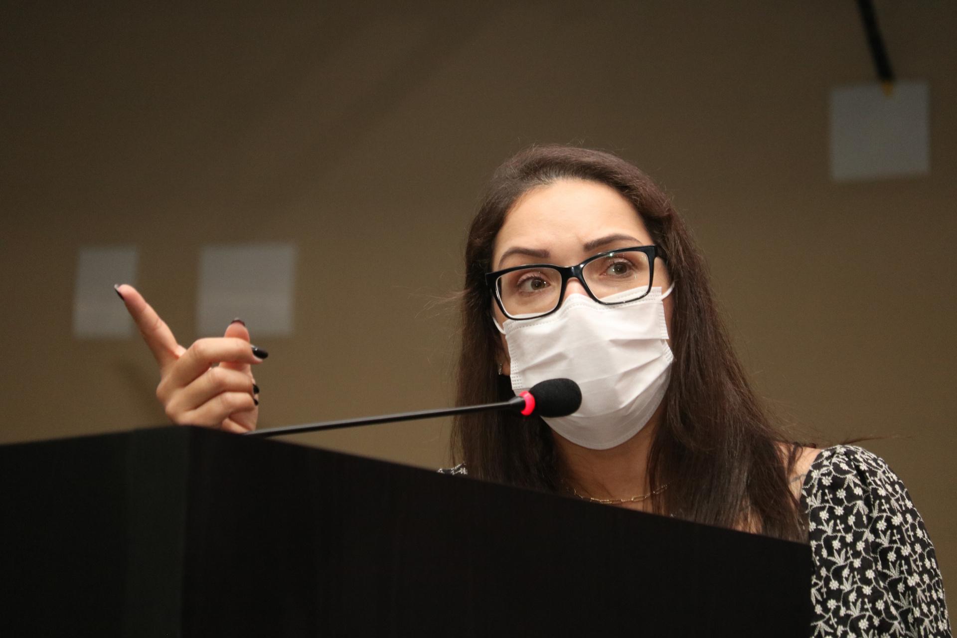 Por 13 votos, deputados aprovam PL de Janaina Riva que proíbe passaporte da vacina em MT