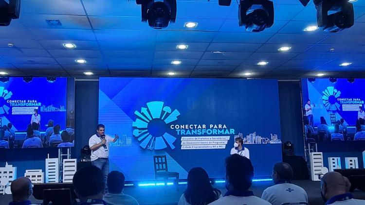 Prefeito Érico Stevan e o secretário Eugenio Caffone participam do  Programa Cidade Empreendedora do SEBRAE.