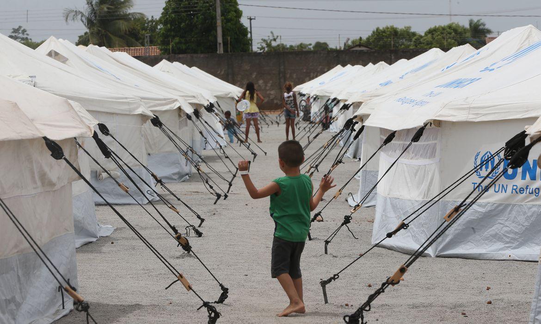 Acnur e governo federal lançam guia sobre educação de refugiados