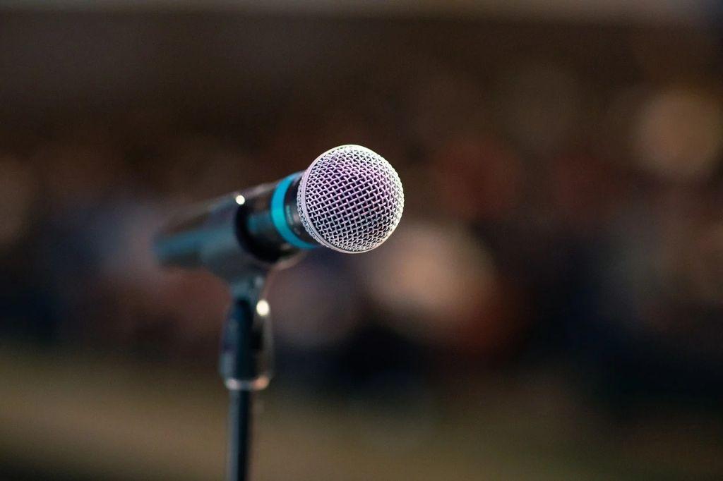 STF começa a decidir se mantém proibição de showmícios