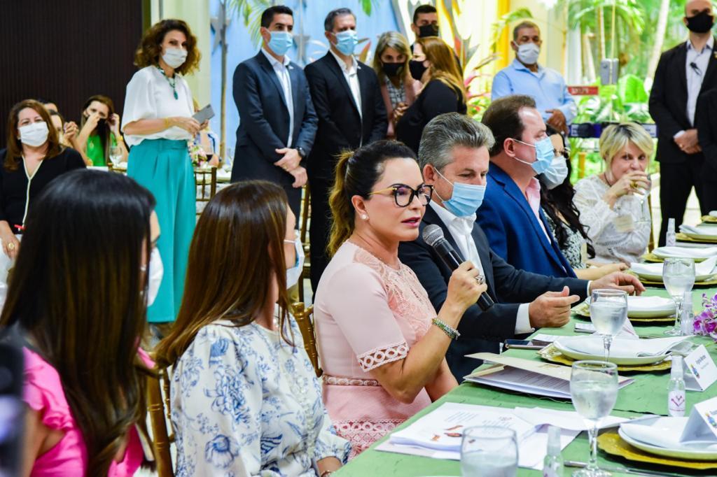 Virginia Mendes apresenta ações e programas sociais do Governo para prefeitas e primeiras-damas de MT
